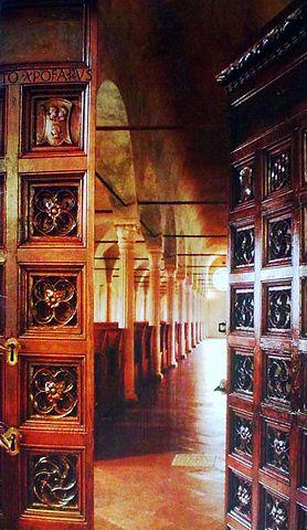 278px-Entrata_della_biblioteca_Malatestina[1]