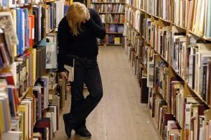 640px-Bibliotecaestantes[1]