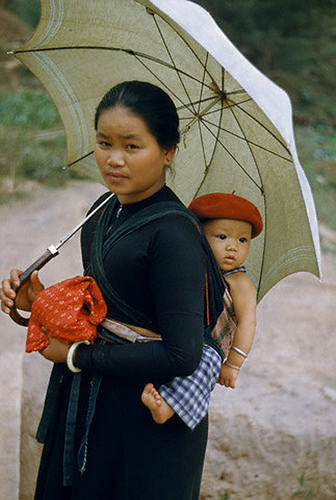 Thai baby carry photo